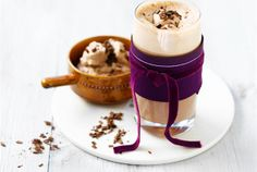 Chili-chocolate (Chili-kaakaojuoma) ✦ Tämä lämmin kaakao maistuu, kun haluat hetken rentoutua ja herkutella. Se soveltuu myös jälkiruoaksi. Kaakaossa on aavistus chiliä, joka tuo ekstralämmön kaakaonautinnossa. http://www.valio.fi/reseptit/chili-chocolate-chili-kaakaojuoma/ #resepti #ruoka