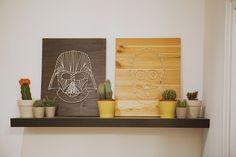 Deco para el buen jedi. DIY Tutorial para crear cuadros de madera con siluetas de cordón y clavos. Reproducción de Darth Vader y C3PO sobre madera con cordón y clavos.