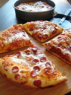 Pan pizza pizza is a treat! Learn how to make deep dish pizza with all your favorite toppings. Pizza Recipes, Cooking Recipes, Pizza Hut Recipe, Pasta, Deep Dish, Italian Recipes, Meal Planning, Food Porn, Food And Drink
