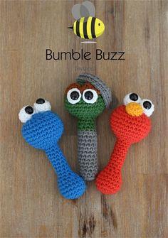 Sesame St – Elmo, Cookie Monster, Oscar the Grouch Rattles Sesame St – Elmo, Cookie Monster, Oscar the Grouch Rattles Crochet Baby Toys, Crochet For Kids, Diy Crochet, Crochet Dolls, Amigurumi Patterns, Crochet Patterns, Elmo And Cookie Monster, Shower Bebe, Baby Mobile