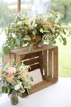 Wedding flowers and crates for cards | Dasha Caffrey Photography | Bridal Musings Wedding Blog 40