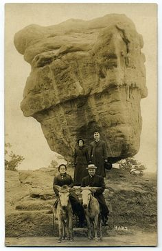 'The Balanced Rock' Garden of the Gods, Colorado Springs, Colorado