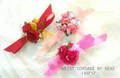 Wrist corsage,hand vorsage,bunga tangan wedding,mawar sifon n mutiara sintetis