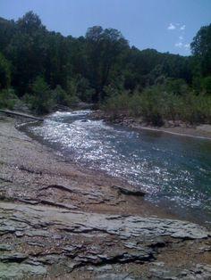 Nel mezzo scorre un fiume.......