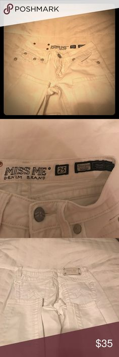 Miss Me skinny jeans size 25 White Miss Me skinny jeans size 25 No rips or stains Smoke/pet free home Miss Me Jeans Skinny