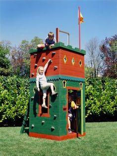 Barbara Butler-Extraordinary Play Structures for Kids-Hideaway Fort: Hideaway Forts Play Structures For Kids, Outdoor Play Structures, Build A Playhouse, Playhouse Outdoor, Playhouse Ideas, Luxury Playhouses, Play Fort, Backyard Play, Backyard Ideas