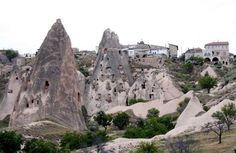 HULEBOERE: I Kappadokia i Tyrkia er huler hugget ut til menneskeboliger Barcelona Cathedral, Mount Rushmore, Mountains, Building, Nature, Travel, Naturaleza, Viajes, Buildings