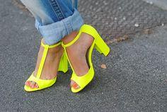 Fluo heels.