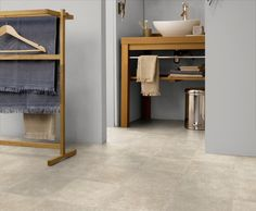 Discover our floor coverings for the home : vinyl tiles and planks with Virtuo and Senso ; vinyl rolls with Texline, Home Comfort and HQR ; Vinyl Flooring Rolls, Vinyl Flooring Bathroom, Bathroom Vinyl, Vinyl Tiles, Bathroom Ideas, Magazine Deco, Home Comforts, Bathroom Styling, Amazing Bathrooms