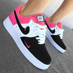 Air Force 1 pink and black woman sneaker