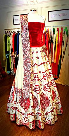 Beautiful lengha | South Asian Wedding Inspiration #indian #wedding #brides