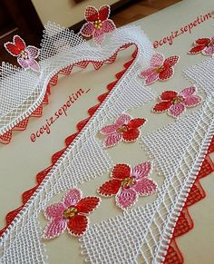 No photo description available. Crochet Borders, Crochet Lace, Crewel Embroidery, Lace Making, Christmas Stockings, Diy And Crafts, Napkins, Elsa, Holiday Decor