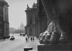 Boris Ignatovich: Near the Hermitage, 1930