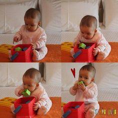 Atividades para bebes de 6-12 meses - balde com brinquedos Sensory Book, Baby Sensory, Infant Activities, Preschool Activities, Infant Curriculum, Baby Club, Montessori Toys, Busy Book, Reggio Emilia