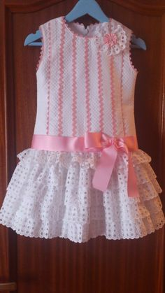 VESTIDO trapecio con mangas para ninas - Buscar con Google Cute Little Girl Dresses, Little Girl Outfits, Toddler Girl Dresses, Toddler Outfits, Cute Dresses, Kids Outfits, Kids Dress Patterns, Baby Dress Design, Baby Frocks Designs