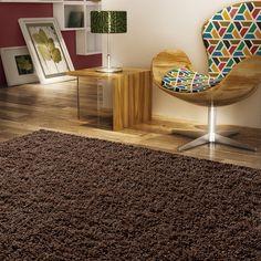 Os tapetes complementam a decoração do ambiente, garantem charme e requinte em todos os espaços da casa e ainda deixam as pessoas com mais conforto e segurança.