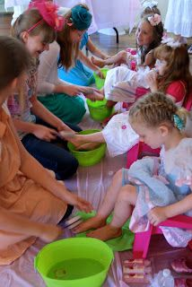 Oh. My. Gosh! Little Girl's Spa Birthday Party - what a FUN idea!