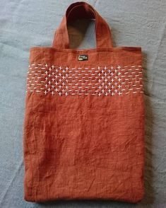Latest Images Japanese Embroidery ideas Tips Sashiko is a form of Japanese individuals embroidering using a variant of a running stitch to genera Sashiko Embroidery, Simple Embroidery, Japanese Embroidery, Hand Embroidery Patterns, Embroidery Stitches, Embroidery Designs, Sewing Patterns, Embroidery Art, Embroidery Techniques