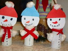 Snehulak Preschool Crafts, Fun Crafts, Diy And Crafts, Christmas Arts And Crafts, Christmas Decorations, Christmas Ornaments, Bird Feeder Craft, Paper Plate Crafts For Kids, Quilling Patterns