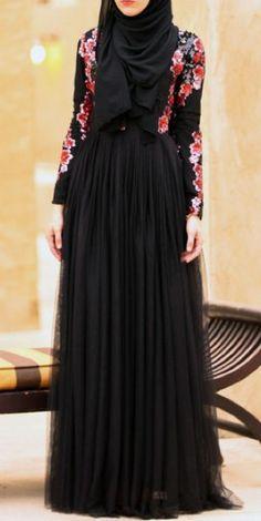 New abaya hijab famous designs fashion for muslim girls Hijab Outfit, Hijab Dress, Islamic Fashion, Muslim Fashion, Modest Fashion, Beautiful Black Dresses, Beautiful Hijab, Beautiful Legs, Hijab Chic