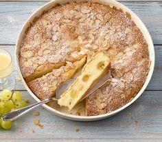 Der Eierlikör gibt diesem Kuchen eine feine Aroma.