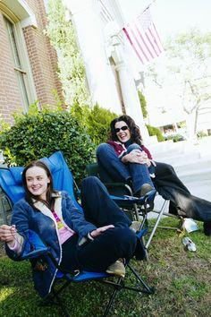 Alexis Bledel & Lauren Graham (Behind the scenes of Gilmore Girls - A-Tisket, A-Tasket)