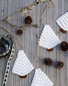 Such A Lovely Crochet Pattern Crochet Pattern Free, Crochet Snowflake Pattern, Love Crochet, Crochet Gifts, Crochet Hooks, Crochet Christmas Decorations, Crochet Christmas Ornaments, Christmas Knitting, Arts And Crafts