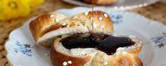 Hefezopf (süßer Hefeteig) Cake Cookies, Bagel, Doughnut, Vegan Recipes, Vegan Food, Food And Drink, Sweets, Bread, Breakfast