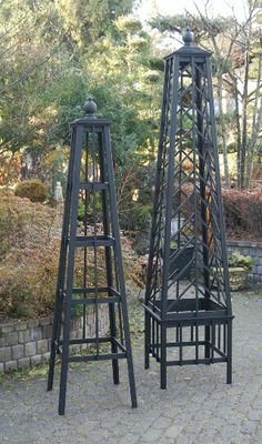 Obelisk - Need one of these for the Fatshedera lizei. Left side garden - photo only Garden Crafts, Garden Projects, Garden Art, Garden Design, Obelisk Trellis, Garden Trellis, Back Gardens, Outdoor Gardens, Garden Structures