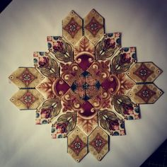 #lucyboston #patchworkofthecrosses #englishpaperpiecing #fussycuttersclub…