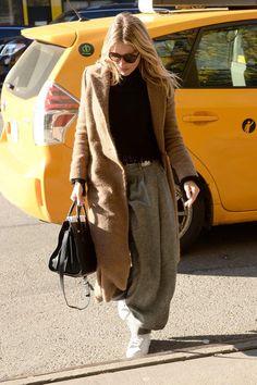 sienna miller look pantalones anchos