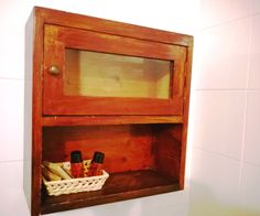 Mobiletto da bagno in legno originale inizi 900. Original wooden bathroom closet from the XX century. http://www.booking.com/hotel/it/montecorneo-country-house.html