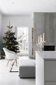Minimalist Christmas, Nordic Christmas, Noel Christmas, Modern Christmas, Simple Christmas, Modern Holiday Decor, Christmas Tables, Scandinavian Holidays, Easy Christmas Decorations