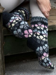 These socks are covered all over with a light-coloured flower pattern which makes a beautiful contrast with the graphite main colour. Knitted from Novita 7 Veljestä and 7 Veljestä Multiraita. Crochet Socks, Knitting Socks, Knitted Hats, Knit Crochet, Drops Design, Yarn For Sale, Fair Isle Knitting, Wool Socks, Fingerless Gloves