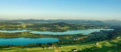 TIPP! Nur 20 km von der Mozartstadt entfernt - das Salzburger Seenland! Genussradeln, Seen-wandern oder einfach nur genießen. Überzeugen Sie sich selbst von der einzigartigen Kulisse: http://my.austria.at/index.php?option=com_k2&view=item&id=3808:gr%C3%BCne-h%C3%BCgel-blaue-seen-und-viel-erholung&Itemid=144&lang=de