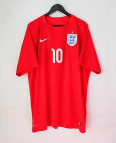 England 2014/2015 away football shirt Rooney #10 by Nike #england #threelions #rooney#nike #footballshirt #soccerjersey #euro2020 #nationalteam #football #etsy #jersey Black N Yellow, Red And Blue, Wayne Rooney, National Football Teams, Racing Team, Jersey Shirt, Football Shirts, American Football