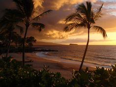 The beauty of #Hawaii is calling you!