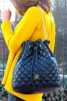 Oh My Looks By Silvia / My purchase in Las Rozas Village Más Black Handbags, Purses And Handbags, Leather Handbags, Leather Bag, Look Fashion, Fashion Bags, Fashion Accessories, Luxury Bags, Luxury Handbags