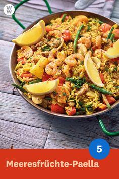 """Du schnüffelst schon an Sonnencreme, um wenigstens ein bisschen das """"Urlaubsfeeling"""" zu spüren? Dann probier's doch mal kulinarisch mit der leckeren """"Meeresfrüchte-Paella"""" Portionen, 5 SmartPoints p. Meatloaf Recipes, Sausage Recipes, Seafood Recipes, Paleo Recipes, Asian Recipes, Ethnic Recipes, Petit Déjeuner Weight Watcher, Weight Watchers Breakfast, Weight Watchers Meals"""