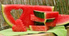 10 benefícios da melancia para sua saúde      1. AJUDA A REDUZIR O INCHAÇO;     2. EXCELENTE FONTE DE LICOPENO;     3.PREVINE PROBLEMAS R...