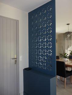 Minimalist Dining Room: 20 Modern Minimalist Bulkhead Room Divider Ideas For Room Divider Shelves, Room Divider Doors, Diy Room Divider, Divider Ideas, Fabric Room Dividers, Minimalist Dining Room, Modern Minimalist, Interior Design Living Room, Interior Decorating