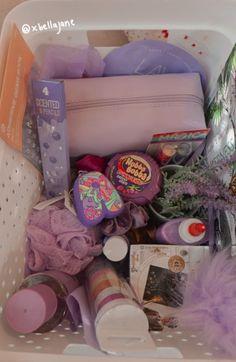 Diy Birthday Gifts For Friends, Cute Birthday Ideas, Diy Best Friend Gifts, Birthday Gifts For Boyfriend Diy, Cute Gifts For Friends, Cute Birthday Gift, Good Birthday Presents, Birthday Gift Baskets, 16th Birthday Gifts