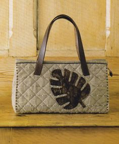 How to make tutorial classic hawaii shoulder Bag Handbag  purse women sewing quliting quilt patchwork applique pdf pattern patterns ebook. $5.00, via Etsy.