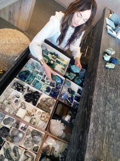 Kelly and her stones. Rock Collection, Crystal Collection, Crystals And Gemstones, Stones And Crystals, Cristal Art, Wooden Shipping Crates, Crystal Decor, Crystal Room, Studio Interior