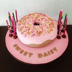 Craving for Donuts 🍩🍩🍩 #missmary #cakes #cupcakes #funcakes #donuts #pink #sprinkles #birthdaycakes #cravingfordonuts #cakesforgirls #instacake #instaartist #birthdaygirl #daisy #tsanos
