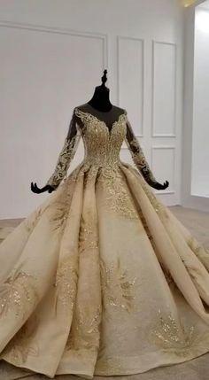 Wedding Dress Train, Luxury Wedding Dress, White Wedding Dresses, Wedding Gowns, White Ball Gowns, Kawaii Cat, Ball Dresses, Bridal Collection, Marie