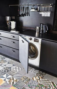 Tips: How to prevent mould build-up in washing machines - Home & Decor Singapore Laundry In Kitchen, Mini Kitchen, Washing Machine In Kitchen, Clean Washing Machine, Clean Shower Floor, Integrated Washing Machines, Kitchen Cabinet Design, Home Improvement Projects, Decoration