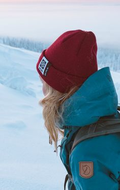 Hipster Hiking outfit for Winter. Protect our winters Organisation gets 5€ for every beanie sold. Winter outfit with a beanie.