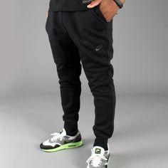 The Weeknd Poses Backstage Wearing Jordan Jacket, Nike Pants And Supreme Sneakers Nike Tech Fleece Pants, Nike Pants, Jordan Jackets, Black Joggers, Sweatpants, Mens Fashion, Poses, Shorts, Celebrities