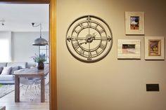 Dröm Living: Especialistas en reformas integrales e Interiorismo en Barcelona Barcelona, Clock, Home Appliances, Flooring, Wall, Furniture, Home Decor, Lounges, Restaurants
